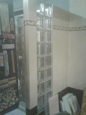 du c t des lagayons la paroi de douche. Black Bedroom Furniture Sets. Home Design Ideas
