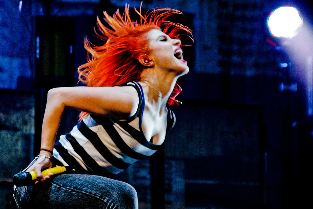 Paramore performs in support of No Doubt on their 2009 Summer Tour.
