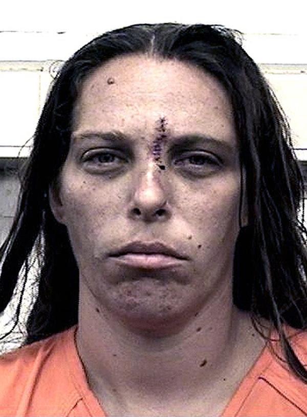 Michelle Martens confesó haber organizado reuniones con hombres para que violaran a sus dos pequeños hijos en su vivienda de Albuquerque