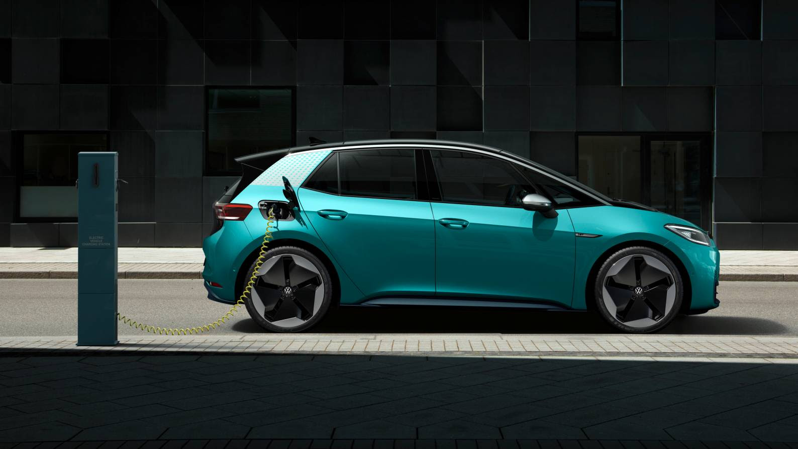 Volkswagen says battery costs will drop by as much as 50 percent for entry-level EVs with the single-cell battery. Image: Volkswagen