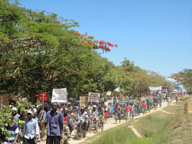 Maandamano dhidi ya Bomba la GesiPicha Hisani ya: Mtwara Kumekucha Blog by Baraka Mfunguo