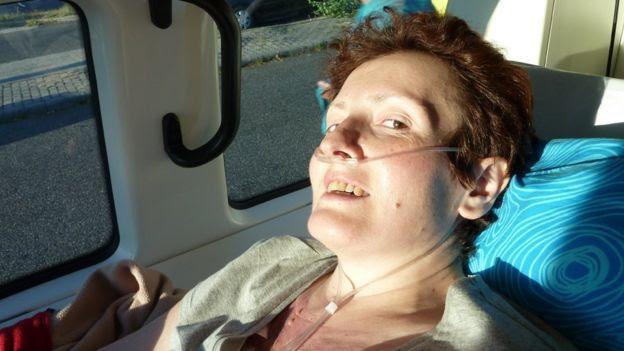 Больная в машине скорой помощи