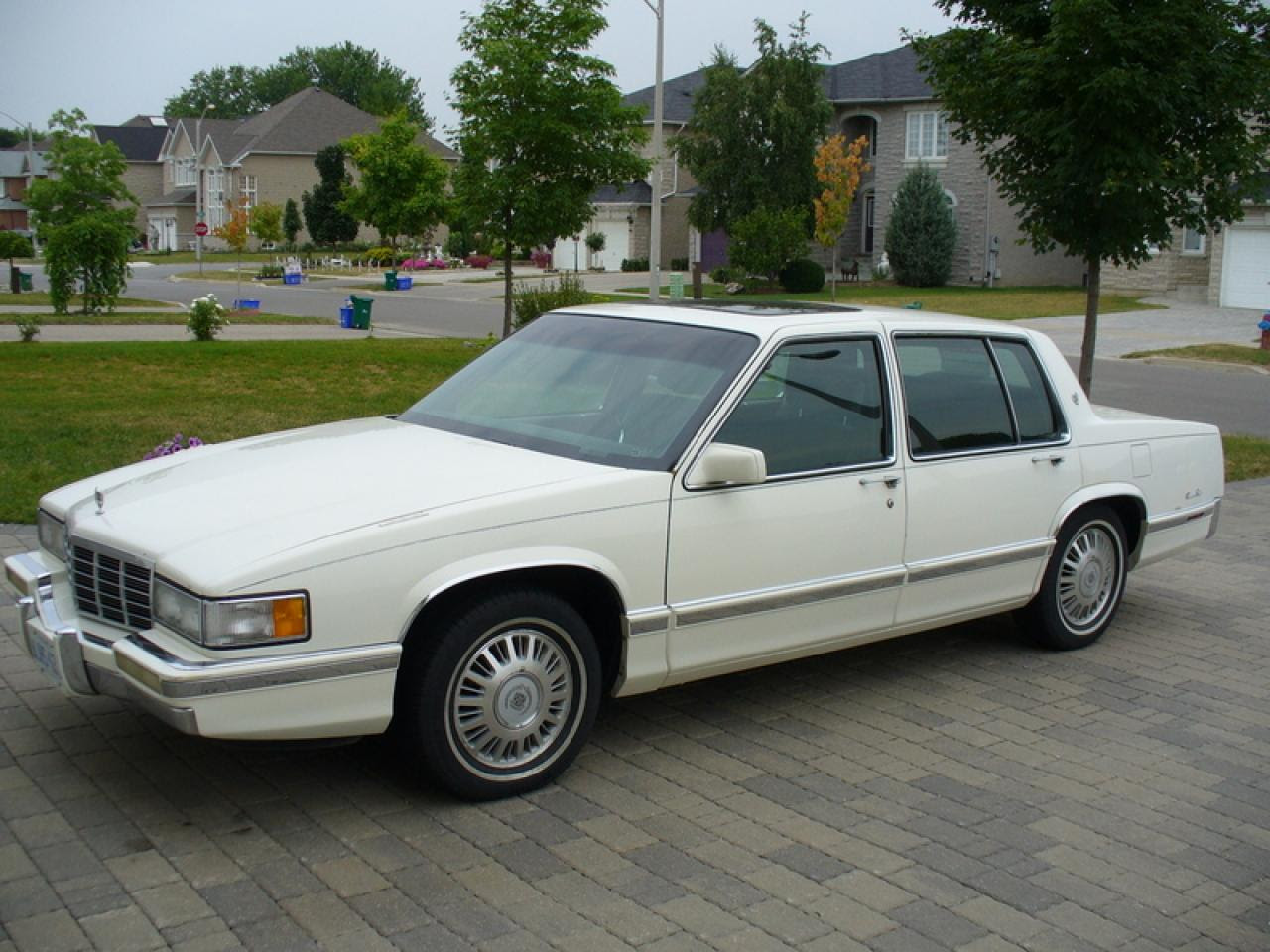 1992 Cadillac DeVille - Information and photos - Zomb Drive