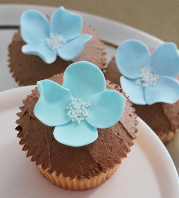 blue petal cupcakes
