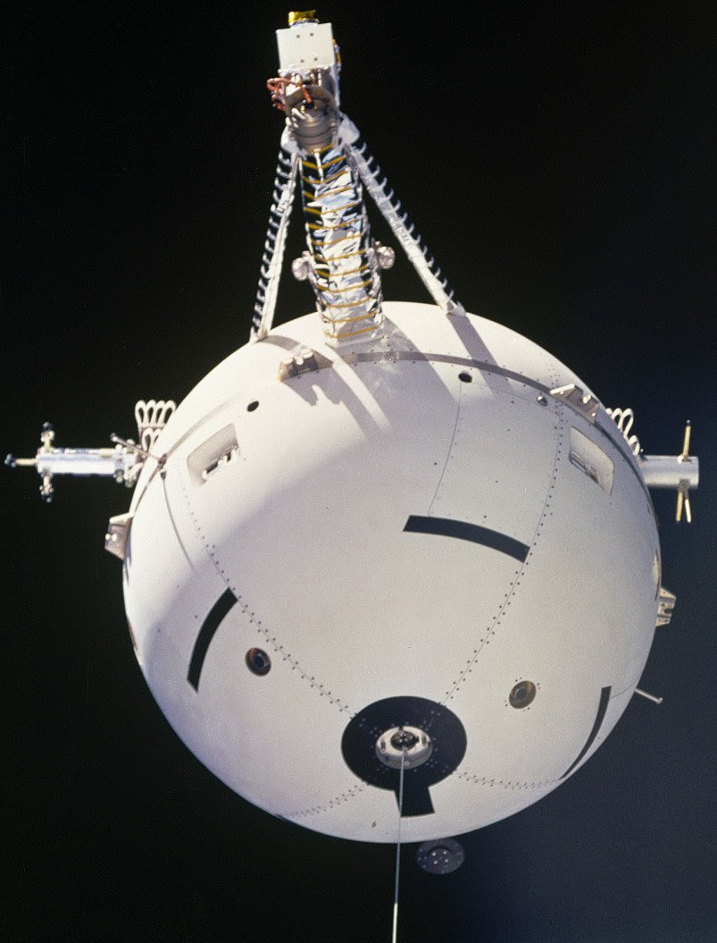 Jul31-1992-STS46tethered