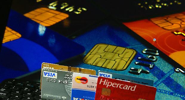 Juros no rotativo do cartão de crédito atingem 449,1% ao ano