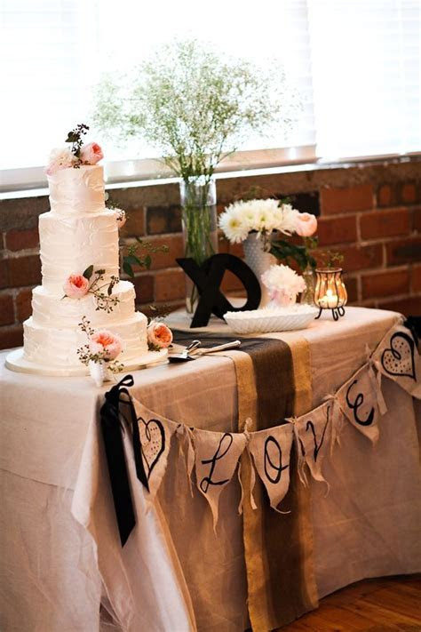 25  best ideas about Cake table decorations on Pinterest