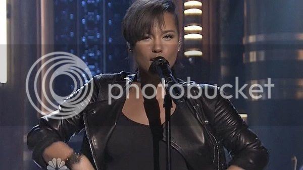 Alicia Keys & Kendrick Lamar perform 'Its On Again' on Fallon...