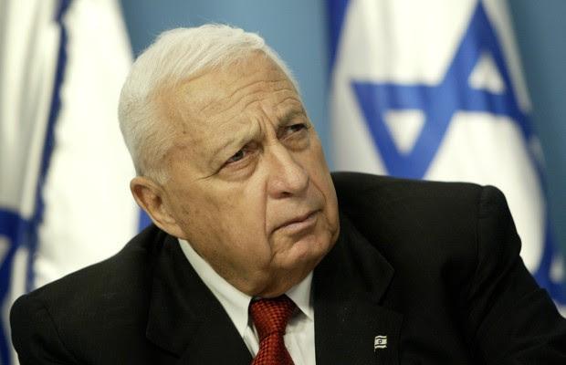 O ex-primeiro-ministro de Israel Ariel Sharon em foto de 2004. O ex-premiê entrou em coma em janeiro de 2006, quando sofreu um acidente vascular cerebral (AVC) (Foto: Oded Balilty, arquivo/AP)