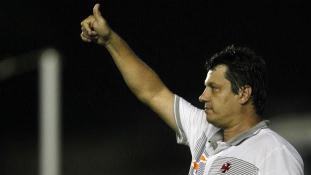 Adilson Batista durante o jogo com o ABC, em São Januário