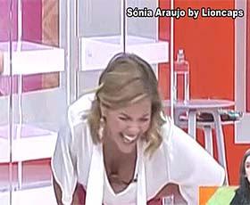 Sónia Araujo super sensual no Praça
