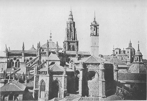 Catedral de Toledo con la Torre del Reloj antes de ser demolida
