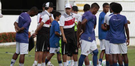 Santa treina pesado para conseguir primeira vitória no Pernambucano / Foto: Edmar Melo/JC Imagem