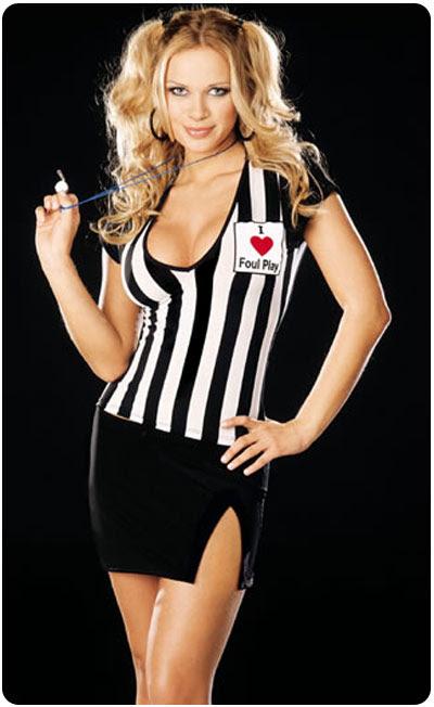 http://www.portafolioblog.com/wp-content/uploads/2007/11/chica_disfrazada_de_arbitro_sexy.jpg