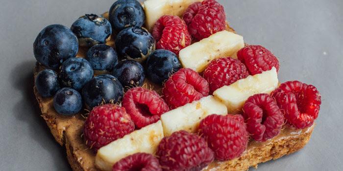 Peanut-Butter-Banana-Berry-Toast