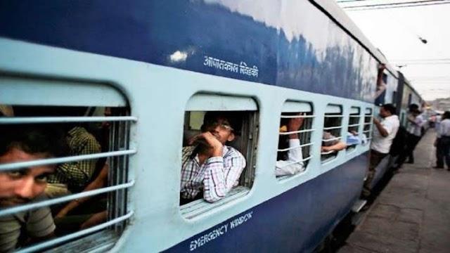 अब ट्रेन में सफर के लिए देने होंगे ज्यादा पैसे, Indian Railways ने की user charge वसूलने की तैयारी