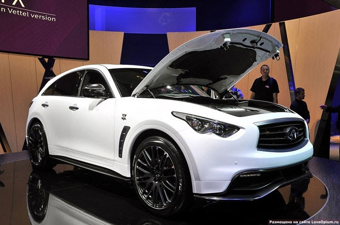 Infiniti FX: version of Sebastian Vettel Infiniti introduced a crossover designed with Sebastian Vettel - the German Formula 1 racing driver and the youngest world champion (2010 season).