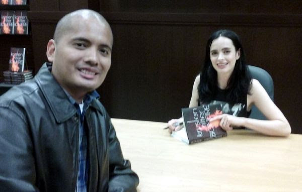 Posing with Krysten Ritter at The Grove's Barnes & Noble bookstore in Los Angeles...on November 17, 2017.