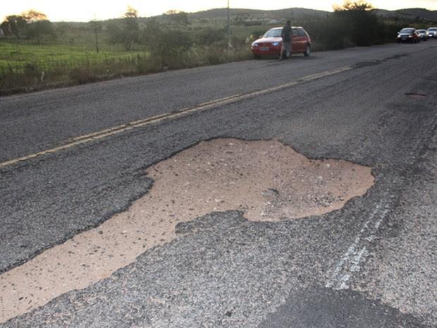 Pista onde ocorreu acidente apresenta buracos (Foto: Ediomário Catureba/ Portal Bacia do Jacuipe)