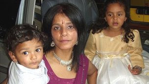 Nikki Bains and her two children Daisy (r) and Dhillon (l)