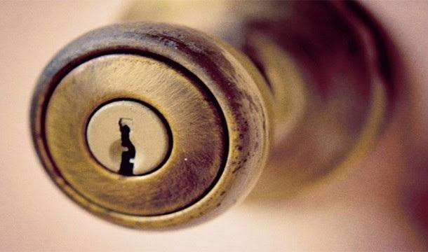 مقابض الأبواب
