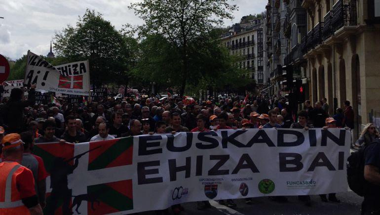 Miles de personas recorren las calles de San Sebastián para defender el derecho a la caza