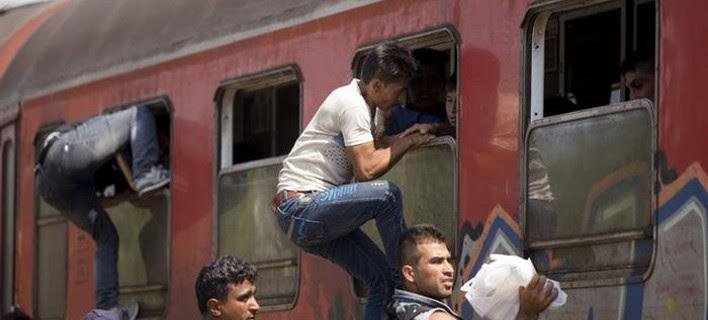 Χάος στα σύνορα των Σκοπίων - Επεισόδια με τους χιλιάδες μετανάστες που συρρέουν από την Ελλάδα [βίντεο]