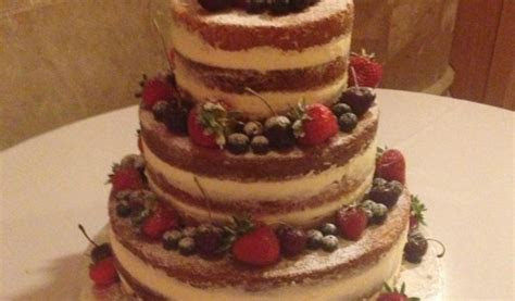 Naked wedding cake   The Great British Bake Off