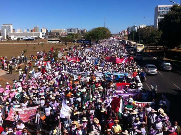Marchadas Margaridas na Esplanada dos Ministe´ruos próximo ao Congresso Nacional (Foto: Gabriel Luiz/G1)