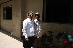 the dabbawalas ..distribute food tiffins i am a dabbawala of blogs by firoze shakir photographerno1