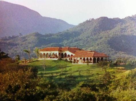 La propriété de Couzi, en 2003, avant qu'une tour ne soit édifiée.