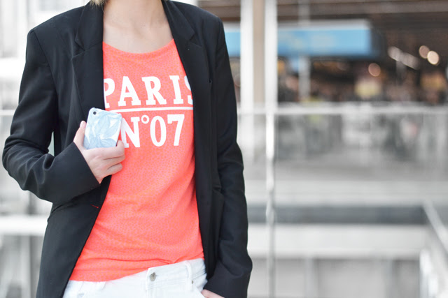 queens fashion only neon orange t shirt tee mango destroyed distressed boyfriend jeans white bershka basic black blazer h&m divided biker boots iconemesis iphone case feathers outfit post fashion blogger turn it inside out belgium