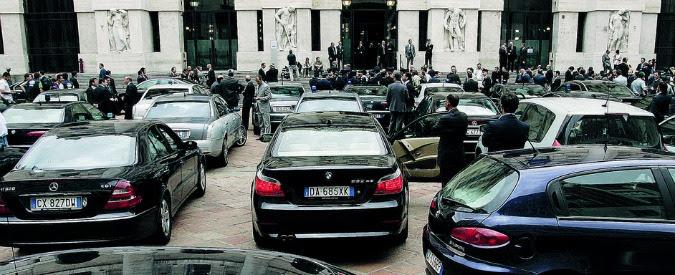 Auto blu, la legge le dà agli agenti. Votata da tutti, dopo 9 mesi inapplicata
