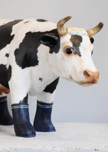 papier-mâché-cow