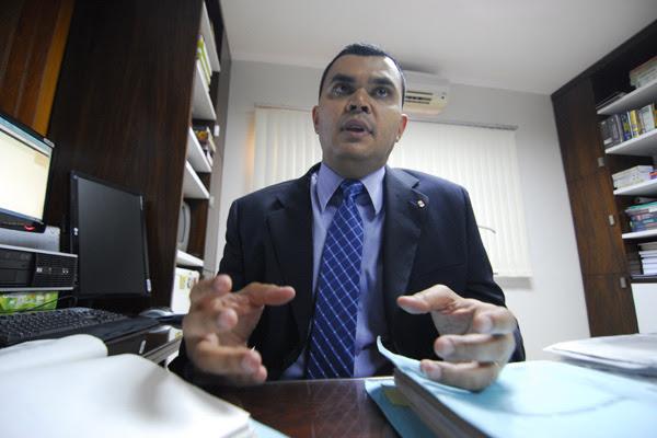 Paulo Sérgio lamenta insistência dos políticos com condenações