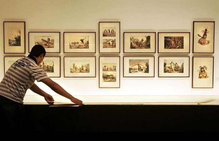 Montagem da exposição Coleção Brasiliana Itaú que abrirá neste sábado, 06/03