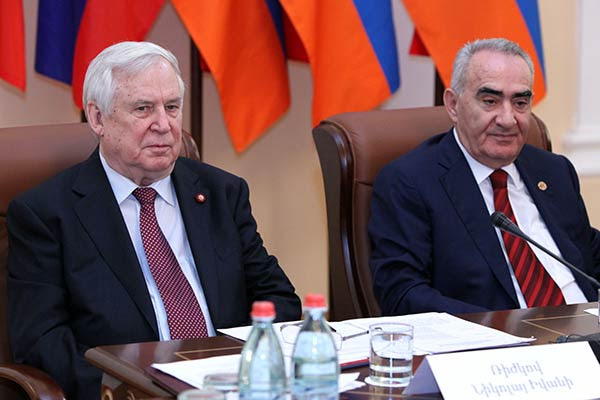 http://www.armenianow.com/sites/default/files/img/imagecache/600x400/Rizhkov-galust-sahakyan.jpg