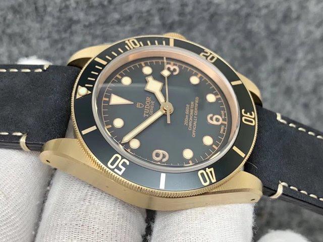 Replica Tudor Black Bay Bronzo Grey Dial