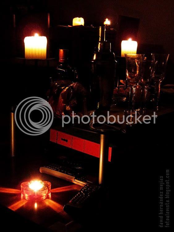 Fotografía bodegón a la única luz de las velas