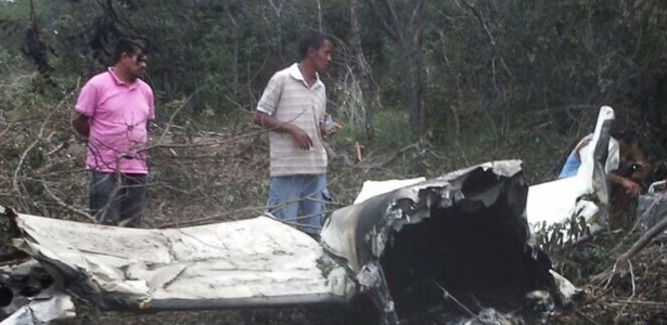 A Polícia Militar encontrou um avião de pequeno porte que caiu em Assunção do Piauí (a 256 km de Teresina) na noite de sexta-feira (10)