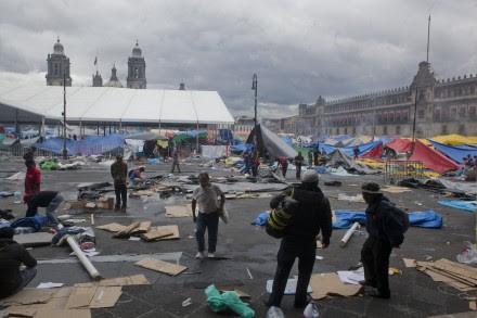 El Zócalo capitalino tras el desalojo de ayer. Foto: Octavio Gómez