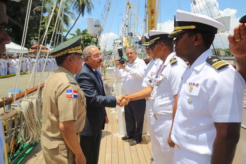 Visita del Presidente a buque