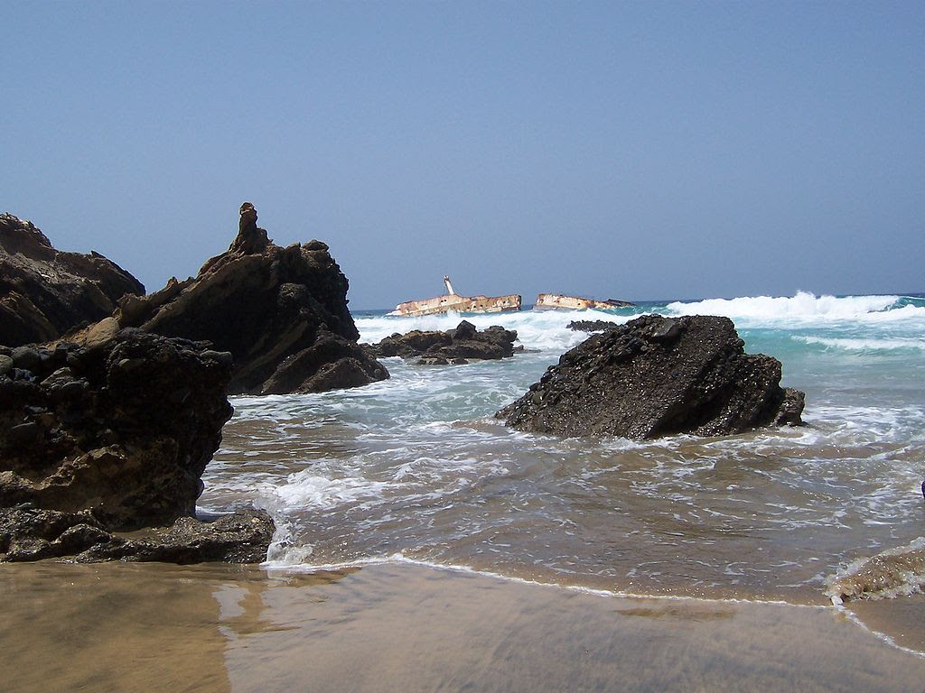 http://upload.wikimedia.org/wikipedia/commons/thumb/0/06/Fuerteventura_2007_029.jpg/1024px-Fuerteventura_2007_029.jpg
