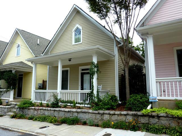 P1110970-2012-09-16-O4W-Tour-of-Homes-Rainbow-Row-oblique-taupe-4