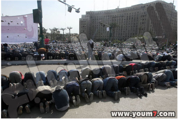 أكبر تجمع للمصلين في ميدان