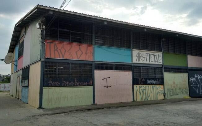 FALTA DE INFRAESTRUTURA - Mesmo em SP, um dos Estados mais ricos do País, a rede estadual ainda tem escolas feitas de lata. Foto: Bárbara Libório/iG São Paulo