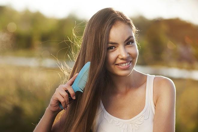 Đừng hỏi vì sao chăm sóc mãi tóc không chịu đẹp khi bạn vẫn còn mắc phải 5 sai lầm cơ bản này - Ảnh 2.