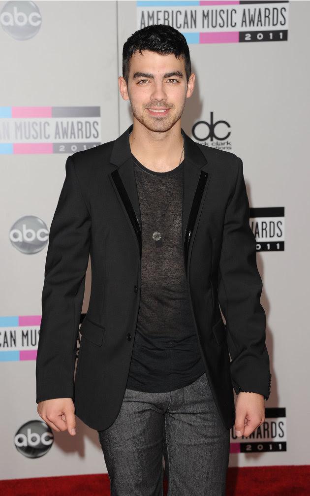 2011 American Music Awards…