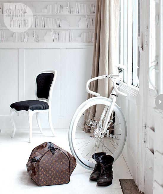 White decor accessories {PHOTO: Janis Nicolay}
