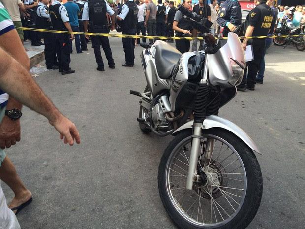 Policial militar é morto a tiros ao reagir a assalto em Fortaleza (Foto: Wânyffer Monteiro/TV Verdes Mares)